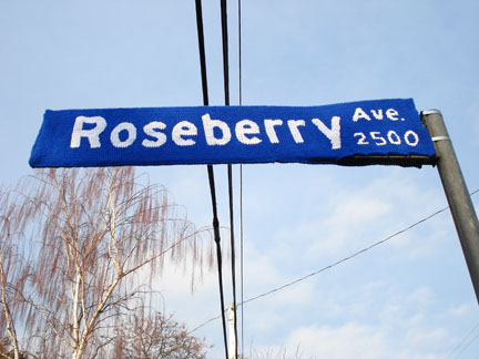I Love These Knitted Street Signs - Major WANT!