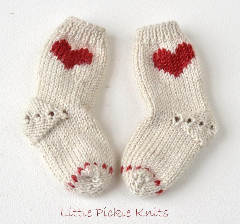 Get the knit pattern from Linda Whaley of Little Pickle Knits #knitting #handmade