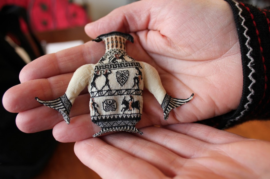 Althea Crome's Amazing Micro Knitting - She Gets Seventy Stitches To The Inch!