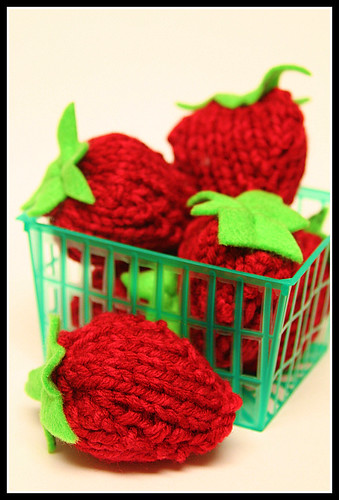 Knit a Punnet of Strawberries With This Free Pattern