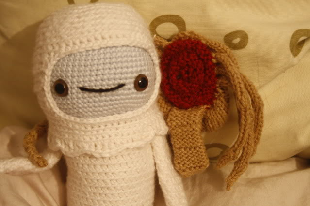 Adorable Spaceman And His Alien Facehugger Amigurumi Yikes