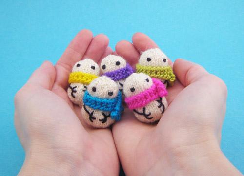 Teeny Tiny Snowmen Knit by Mochimochi Land