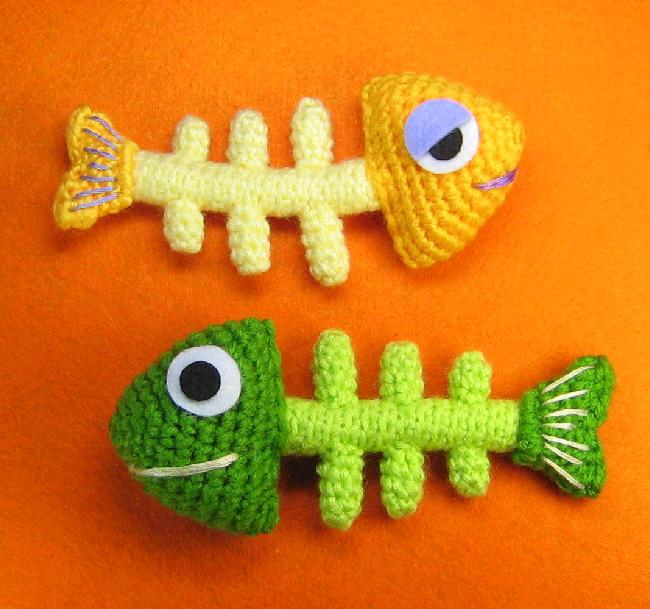Crochet A Funky Fish Bone Skeleton With This Pattern Knithacker