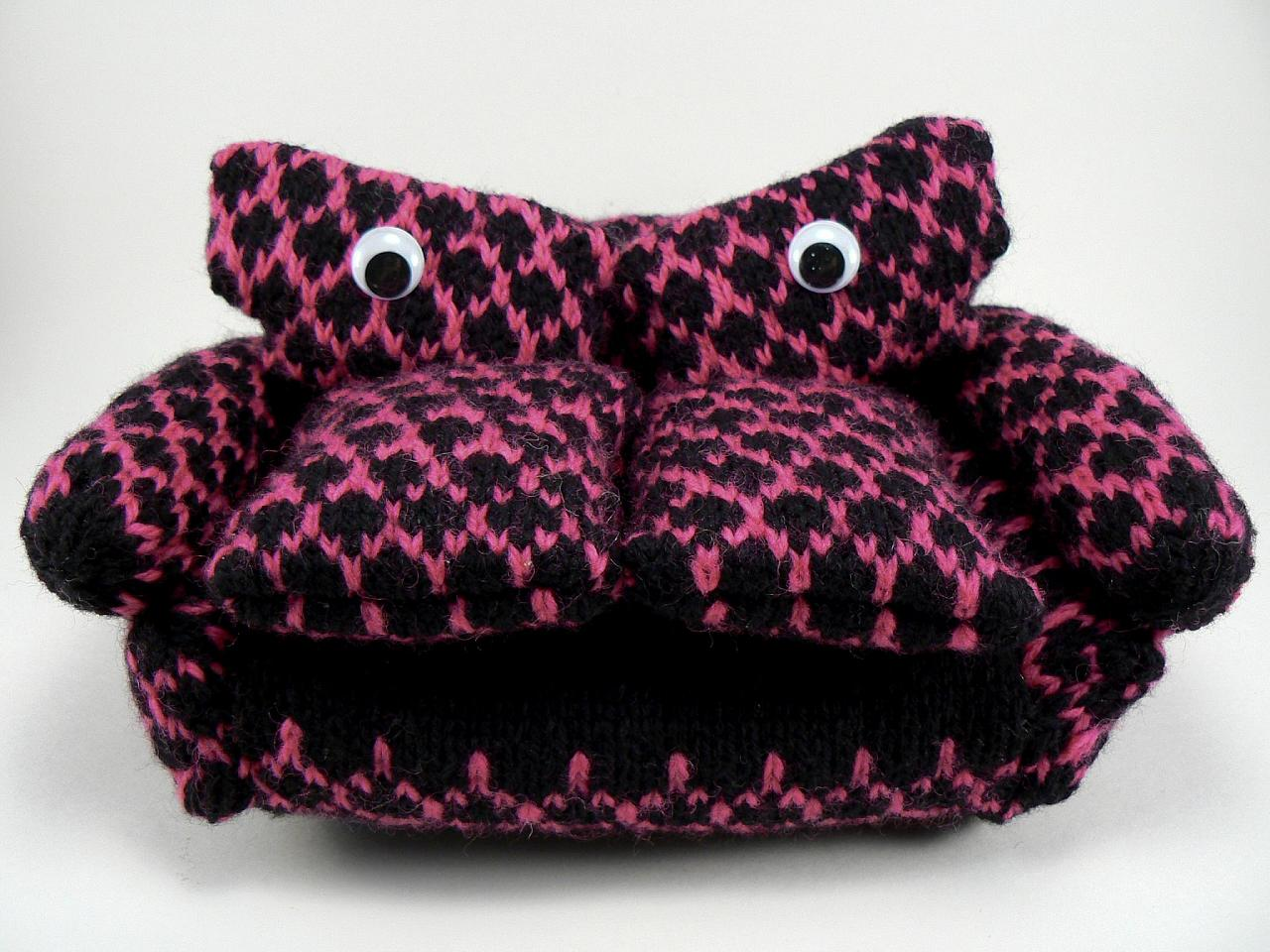 She Knit a Funny Little 'Grouchy Couch' Amigurumi ... So Grouchy, So Couchy