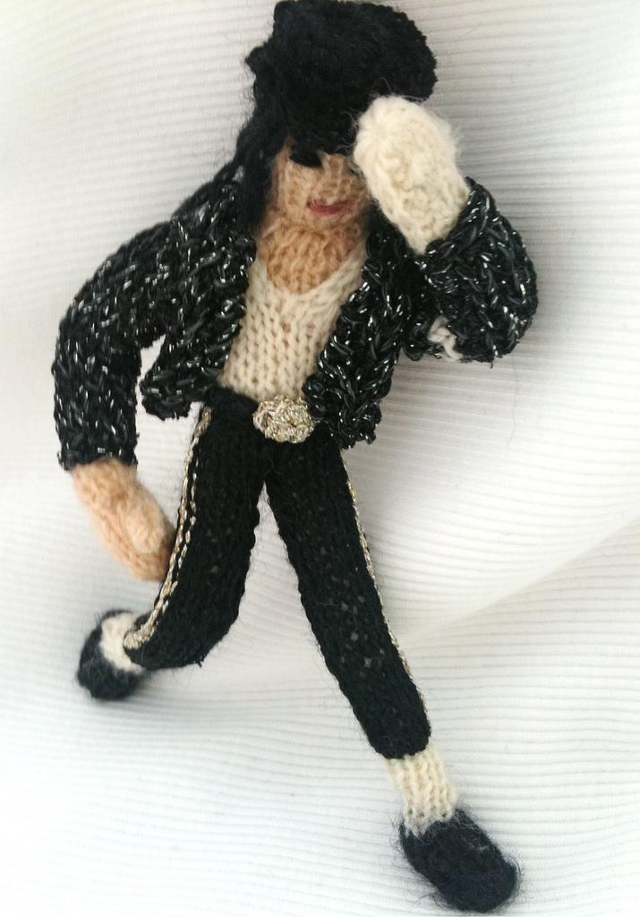 'Billie Jean is Not My Lover' ... Knitted Michael Jackson Amigurumi