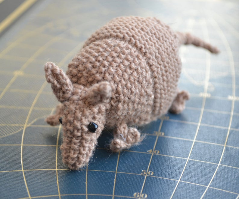 Get the knit amigurumi pattern, designed by Ginny of GinxCraft #knitting #amigurumi