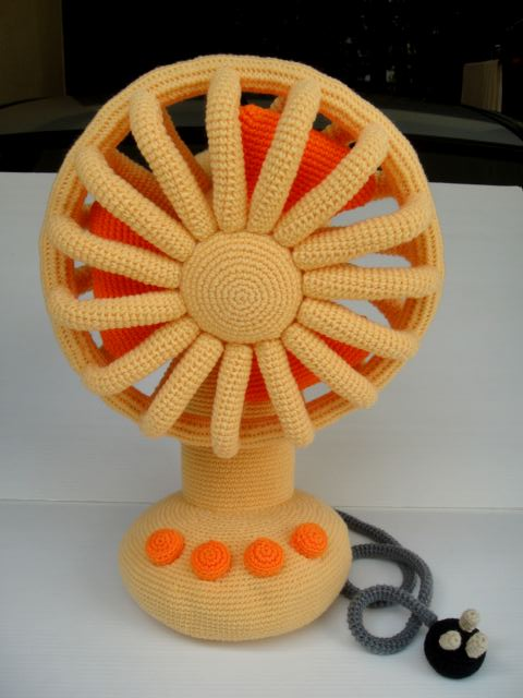 She Crocheted a Vintage Fan - Get the Pattern!