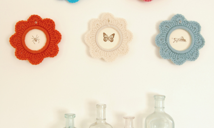 Crochet a Beautiful Picture Frame With This Tutorial From LolaNova – Simple and Lovely!