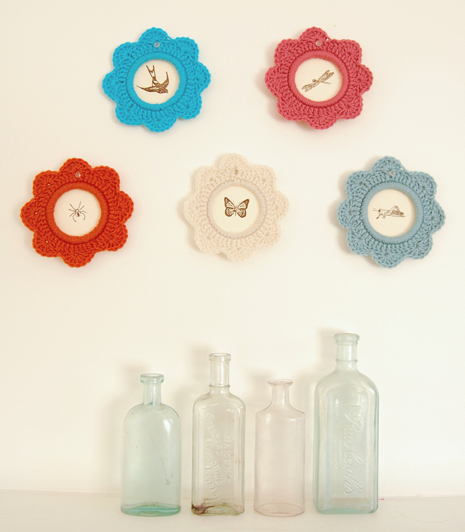 Crochet a Beautiful Picture Frame With This Tutorial From LolaNova - Simple and Lovely!