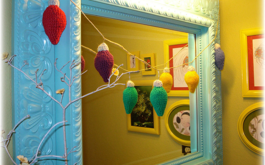 She Crocheted Vintage Christmas Bulb Ornaments – So Lovely!