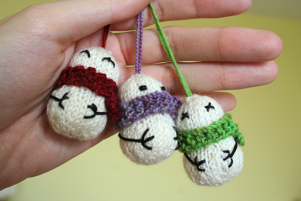 She Knit These Teeny Tiny Snowmen Ornaments and You Can Too