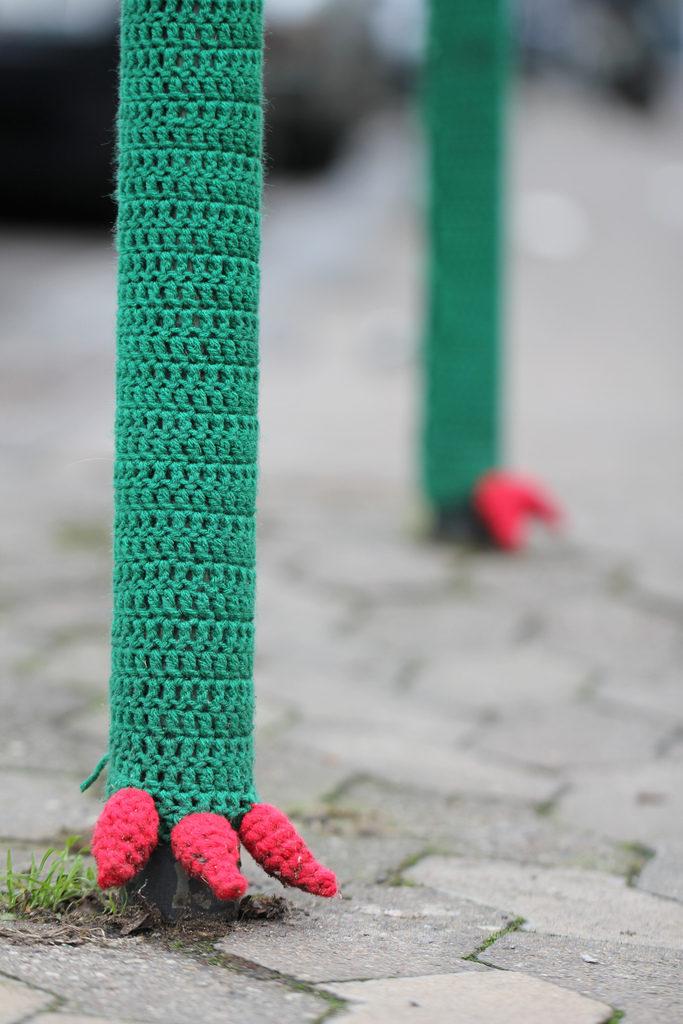 Super Fun Dragon Foot Yarn Bomb Spotted in Saarbrücken, Germany!