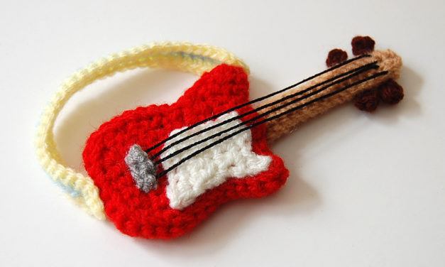 Wee Crochet Guitar for Blythe