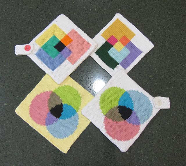 Venn Diagram Inspired Potholders – Get the Knit Patterns!