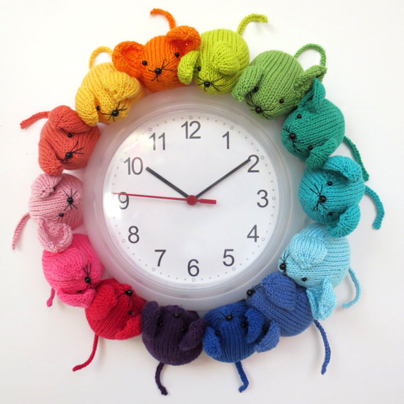 Knit or Crochet a Rainbow Mouse Clock – So Unique!