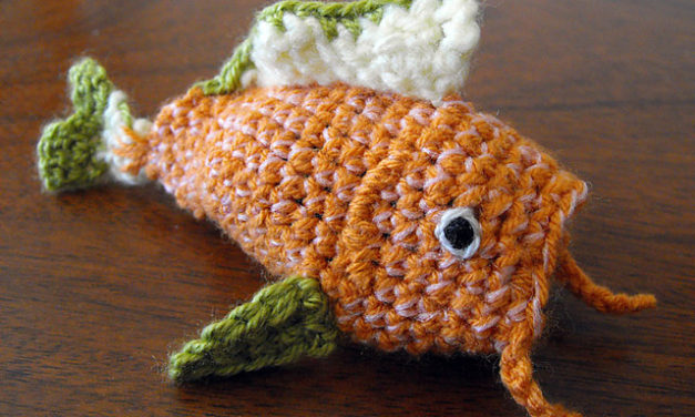 This Fish Amigurumi Magically Transforms Into a Piece of Sushi!