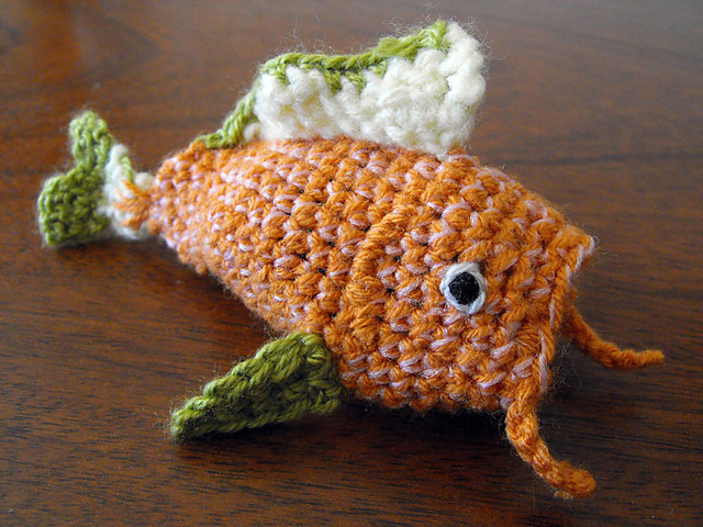 This Fish Amigurumi Magically Transforms Into a Piece of Sushi! Get the FREE Fish-To-Sushi Pattern!
