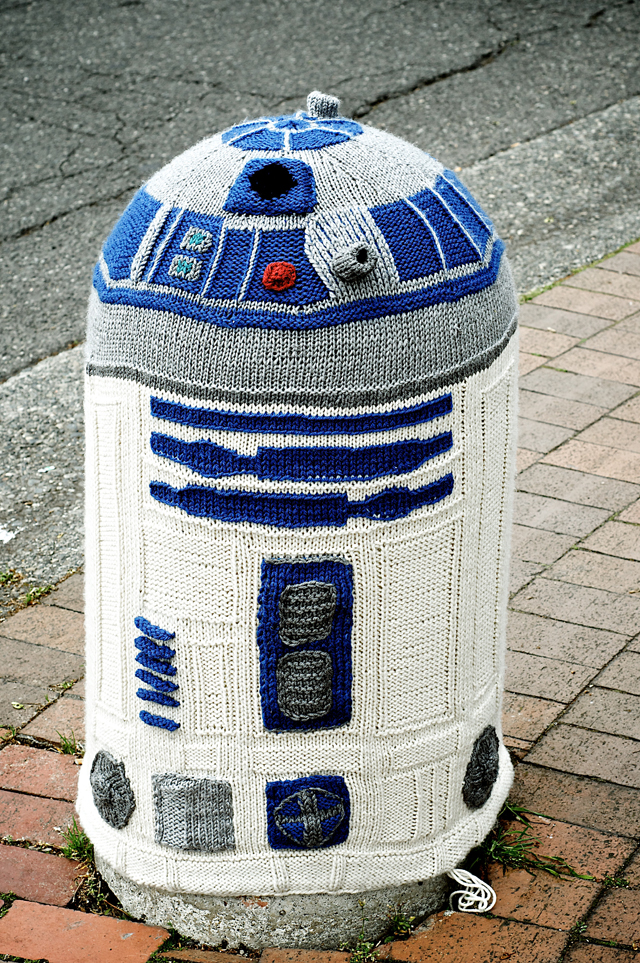 Amazing R2D2 Yarn Bomb By Sarah Knepper1