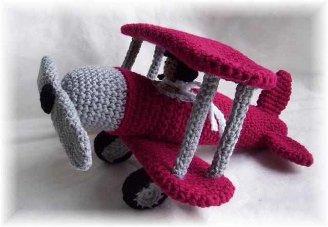 Crochet An Old-Fashioned Biplane Amigurumi