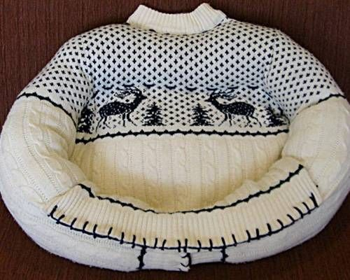 How To Upcycle a Pet Bed from an Old Sweater – Smart!
