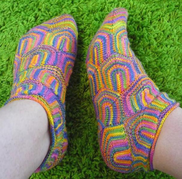 Amazing Ziprelaxagon Socks (Zipper/Entrelac/Hexagon) ... There's a Pattern!
