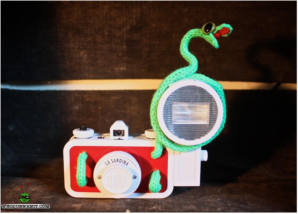 A Souped-Up Sardina: 'The Snake-Ridden Snapper' - Lomography Meets Whodunnknit