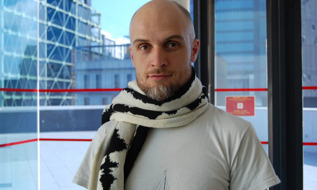 "Turn your brain waves into a scarf with ""Neuro Knitting"""