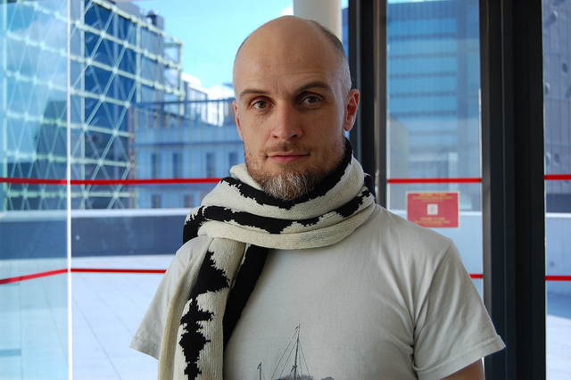 """Turn your brain waves into a scarf with """"Neuro Knitting"""""""