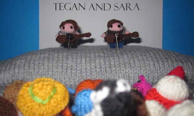 Knitted Tegan and Sara play Mochimochi Land!