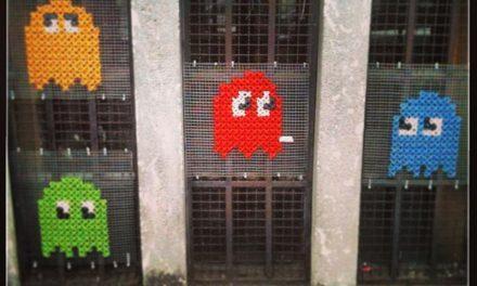 Pac-Man Yarn Bomb