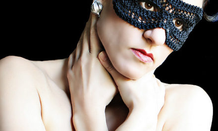 Stitchdiva's Classic Knit Mask – So Dramatic!