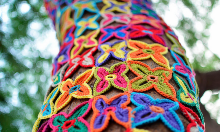 """Colores"" – Vivid Yarn Bomb in a Gray Winter"