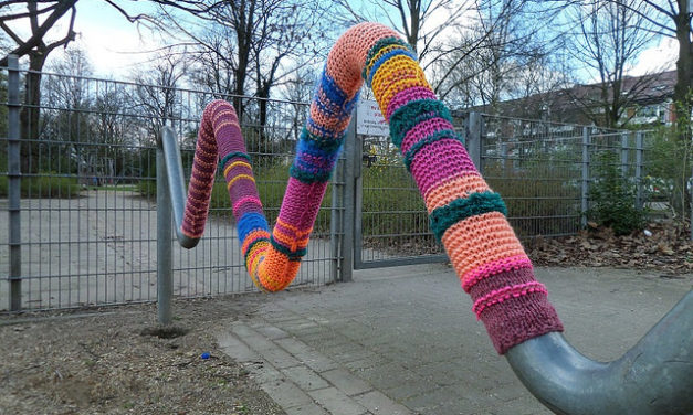 Awesome yarnbomb spotted at Bremen Neustadt station in Germany