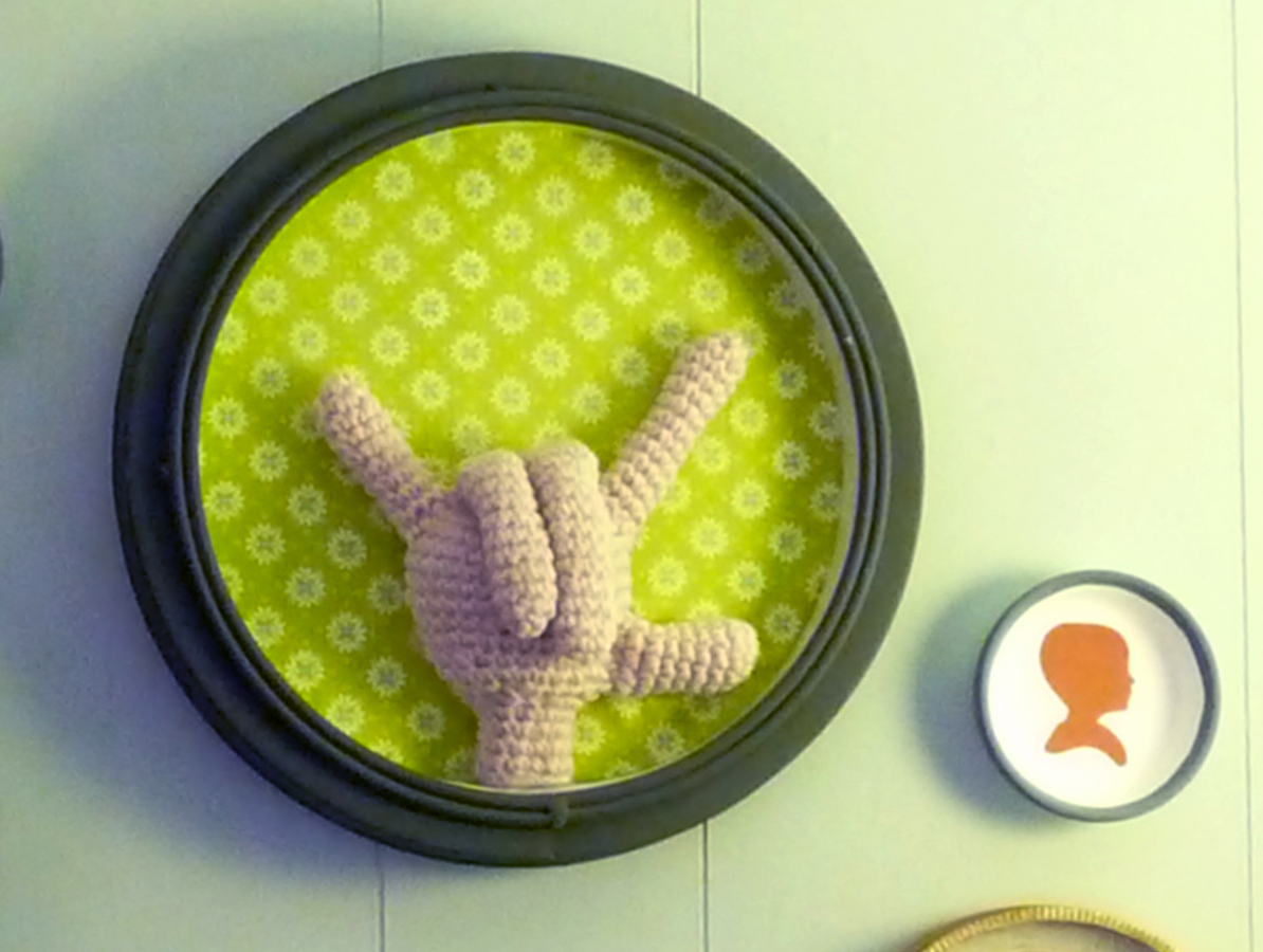 Free Patterns: Crochet The Hand Sign For 'I Love You'