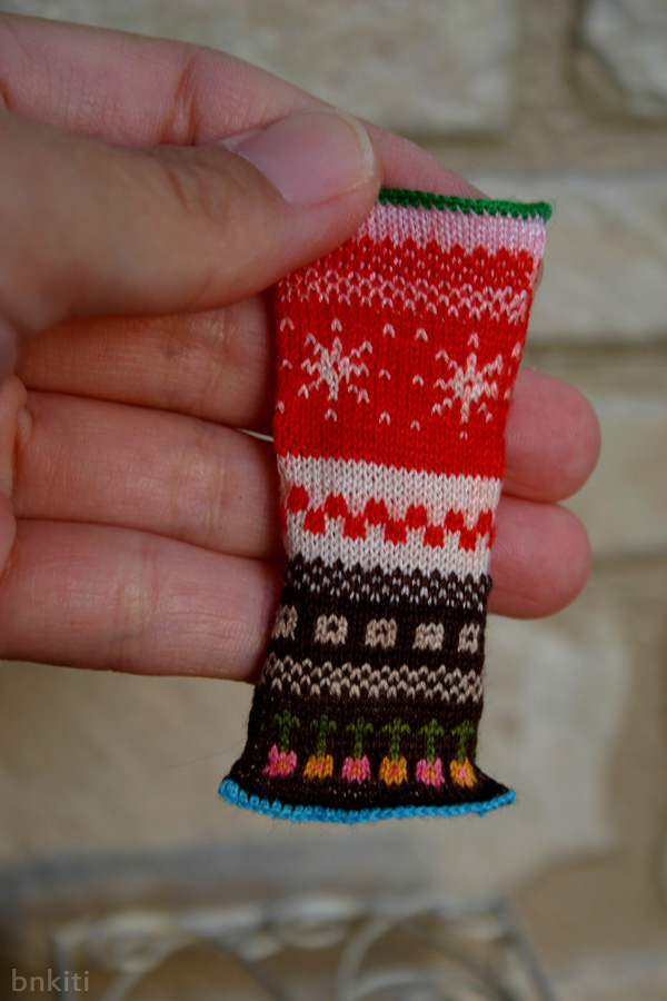 Takako Knit a Micro Miniature Sweater - It's Only 0.7 x 0.7 Centimeters!