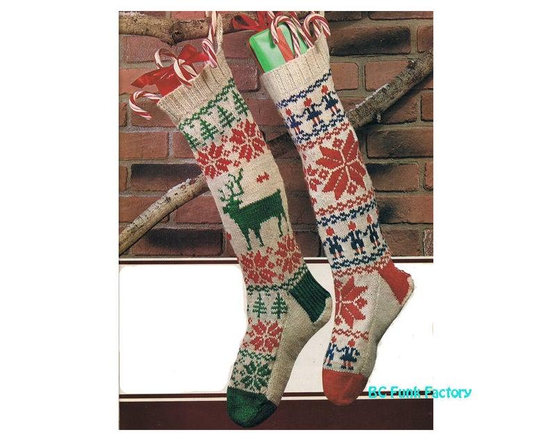 Christmas Sock & Stocking Patterns For Knitters #knitting #christmas