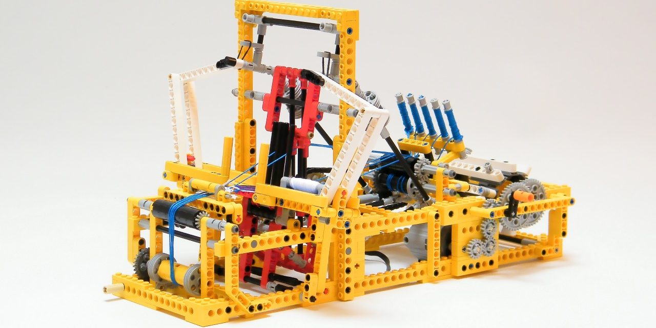 Working Mechanical Loom Made with Lego!