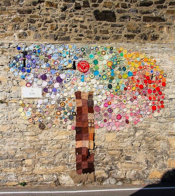 A Yarn Bomb Tree That Asks Us Not To Forget Italy's Devastating Cinque Terre Floods of 2011