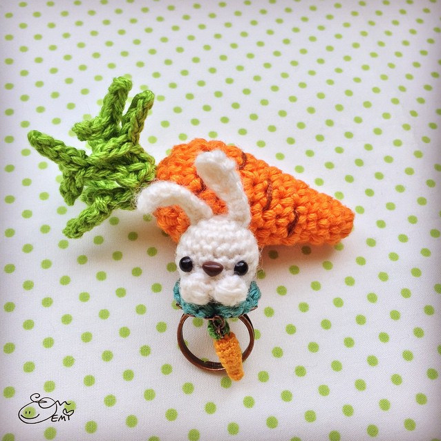 Bunny Ring Amigurumi (with carrot) by Emi Kanesada