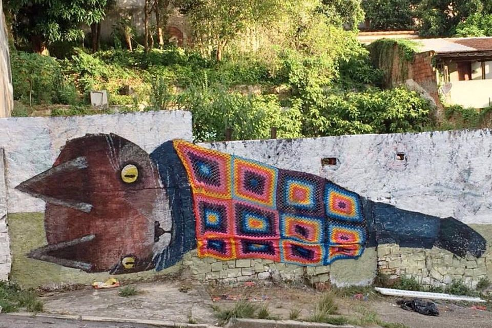 Awesome street art collaboration by Thiago Goms & Anne Galante – it's a kitty in a blanket!