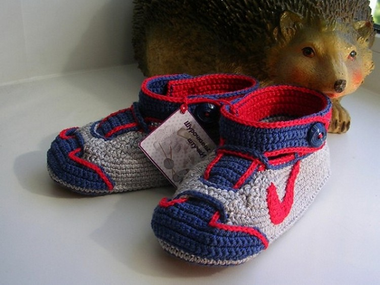 The Most Adorable Crochet Baby Sneakers Ever! Swoosh! Get the FREE Pattern …