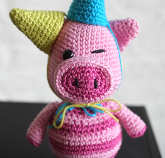You'll Never Find This Cheerful Party Pig in the Kitchen