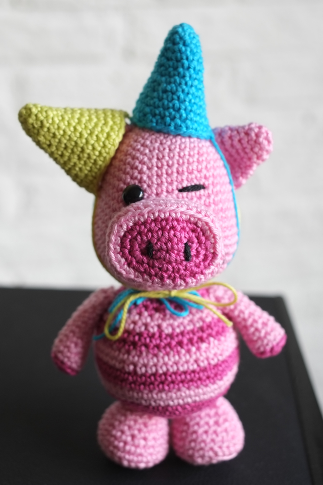 You'll Never Find This Cheerful Party Pig Amigurumi in the Kitchen