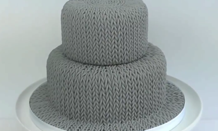 "Think You Can't Bake a ""Knitted Cake""? Watch This Tutorial and Think Again!"
