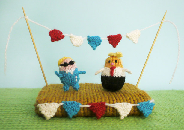 Knit a Tiny Hillary or a Tiny Trump – FREE Pattern from MochimochiLand