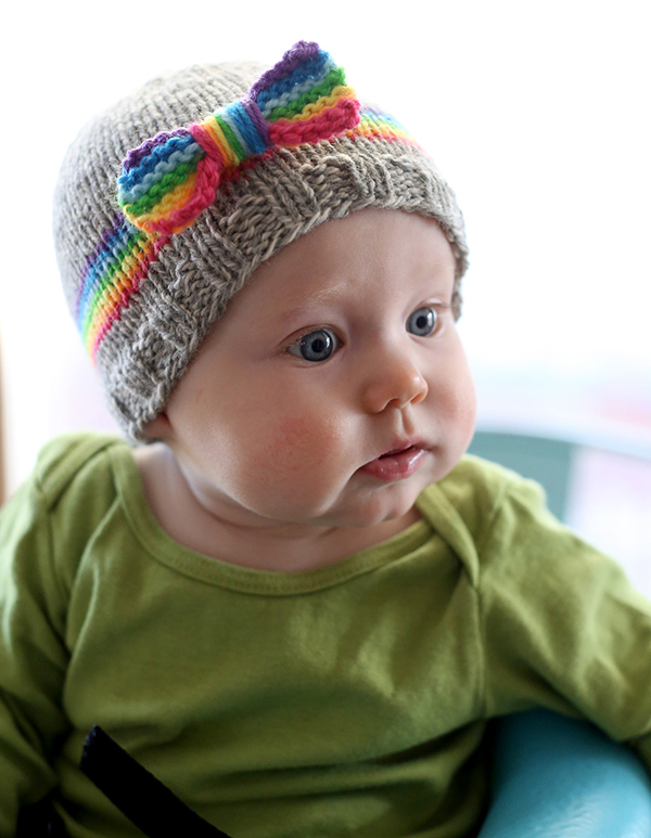 Free Pattern: Adorable Knit Rainbow Baby Hat - That Bow!