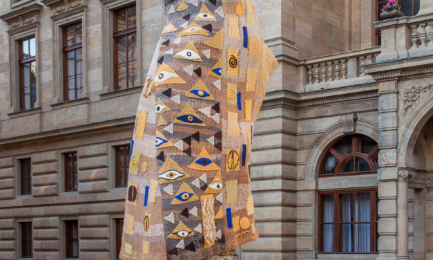 Artist Recreates Klimt Painting as a Yarn Bomb and the Results are Dazzling!