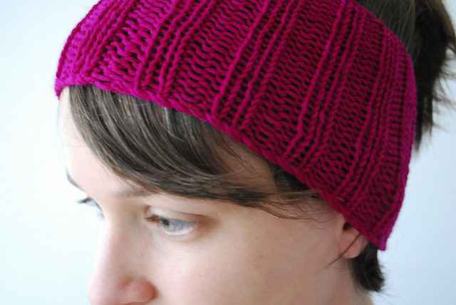 The Best Free Knit Ponytail Hat Patterns (aka Messy Bun Beanies) – a  Popular Trend This Year!  8e29596262b