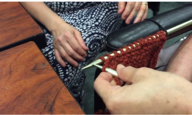 Woman With Use of One Arm Learns to Knit With This Simple Trick – Amazing KnitHack!