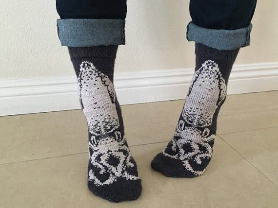 Knit a Spectacular Pair of Squid Socks – Chart and Pattern Available! #sockgoalsforever